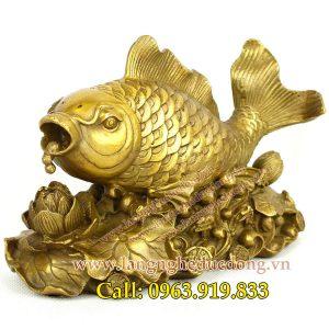 langgheducdong.vn - Tượng cá chép ngậm ngọc bơi hồ sen 20cm