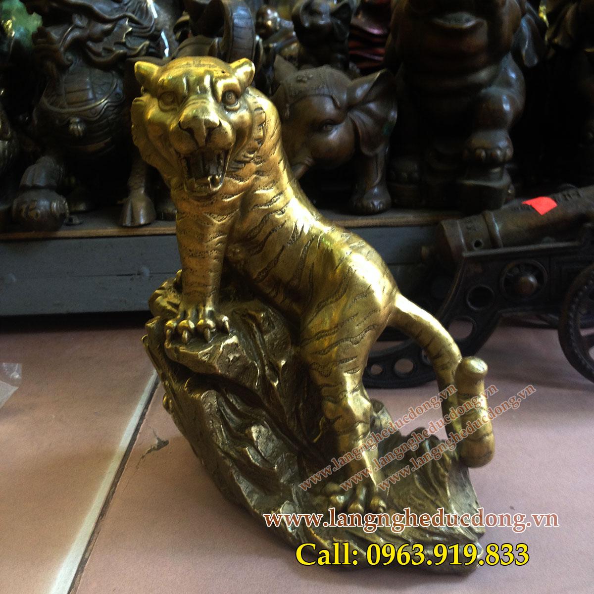 langngheducdong.vn - Tượng hổ đồng phong thủy cao 16cm, hổ bằng đồnglangngheducdong.vn - Tượng hổ đồng phong thủy cao 16cm, hổ bằng đồng