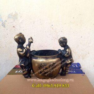 langngheducdong.vn - Tượng phong thủy, trẻ thả cá trong chum