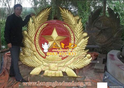 langngheducdong.vn - Quân hiệu 156x175cm, quan hiệu bằng đồng vàng