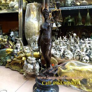 lagngheducdong.vn - tượng đồng nữ thần công lý, tượng trang trí bằng đồng