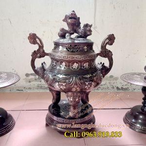 langngheducdong.vn - Bộ đỉnh đồng tam khí tam sự hoa sòi nổi được khảm bạc kỹ lưỡng, bày bàn thờ
