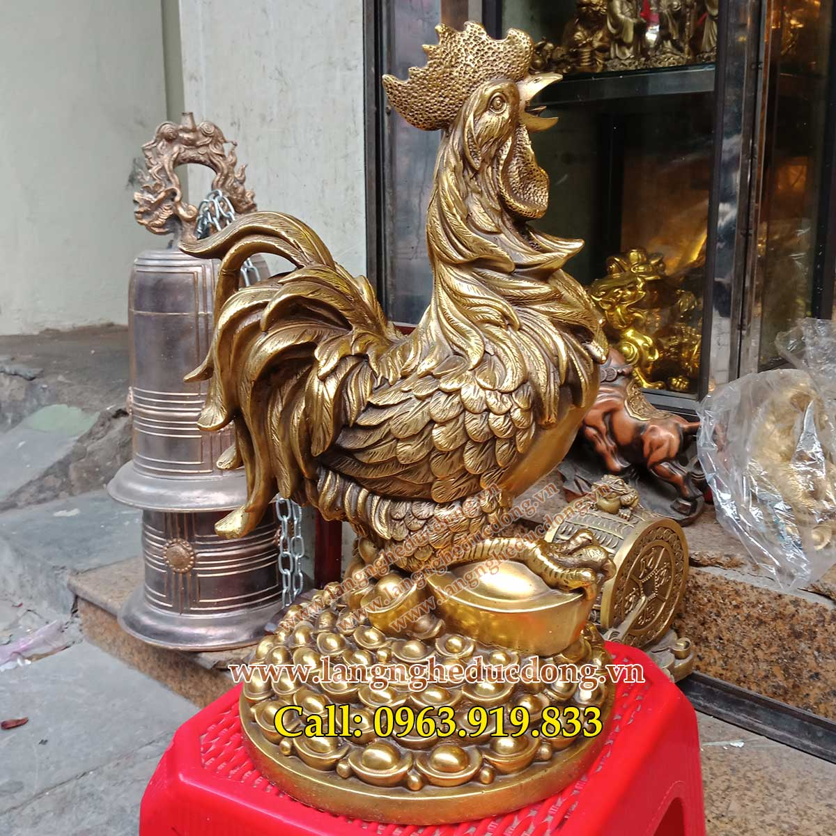 gà phong thủy chống lại thói trăng hoa, bán gà phong thủy bằng đồng, giá bán gà đồng, gà phong thủy