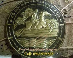 logo bộ đội Biên Phòng bằng đồng , bày phòng làm việc trưng bày phòng truyền thống